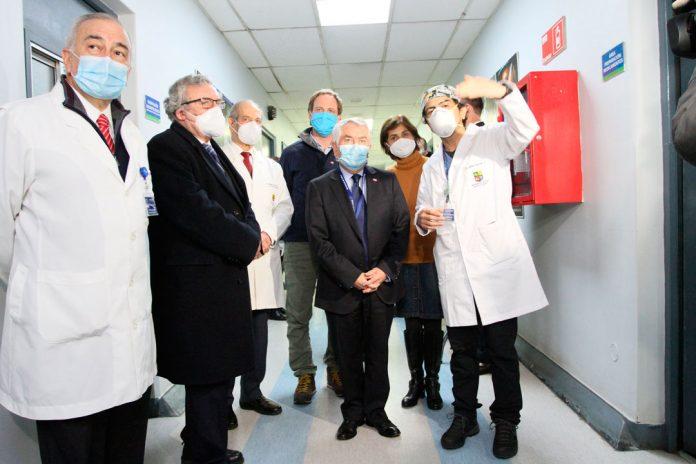 Autoridades de Salud visitan la Unidad Crítica Covid del Hospital Clínico de la Universidad de Chile