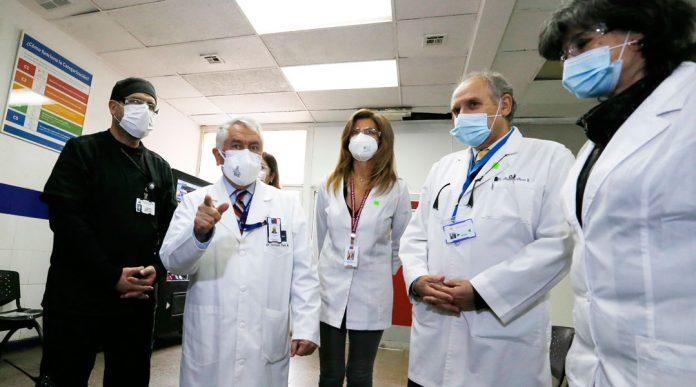 Ministro Paris destaca rol de la salud municipal en atención de casos COVID-19