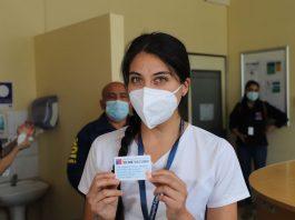 Hermanos que se desempeñan en la UCI del Hospital Van Buren fueron los primeros vacunados en Valparaíso