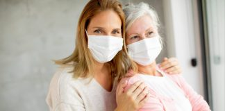 Mayo Clinic: Después de la vacuna contra la COVID-19, ¿se puede visitar a amigos y seres queridos?