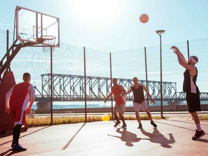 Minuto de Mayo Clinic: Aterrizar bien después de un salto evita lesiones