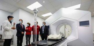 Subsecretarios de Redes Asistenciales y de Salud Pública visitan instalaciones de Acelerador Lineal del Hospital Base de Valdivia